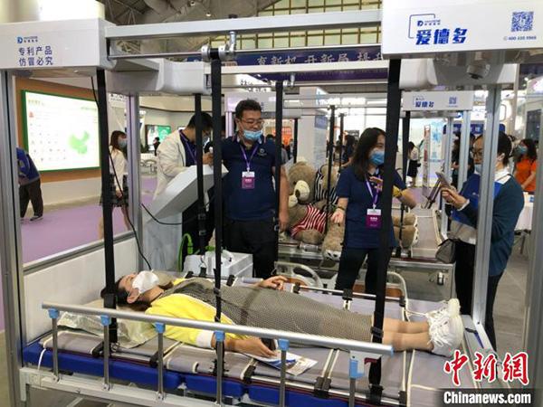"""江苏建成护理型养老床位26.7万张 智慧养老应对""""银发浪潮"""""""