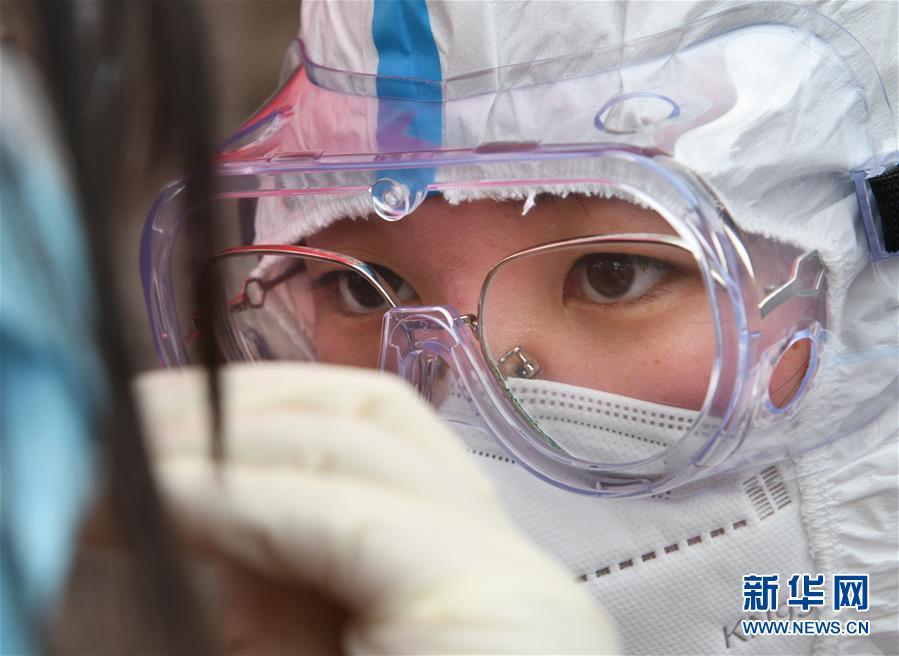 (聚焦疫情防控)(2)青岛:万余名医务人员采集样本400多万份未发现新增阳性